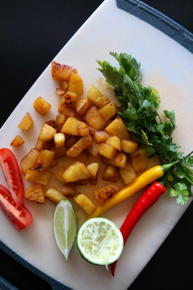 Nacho Bowl mit Ananas-Salsa