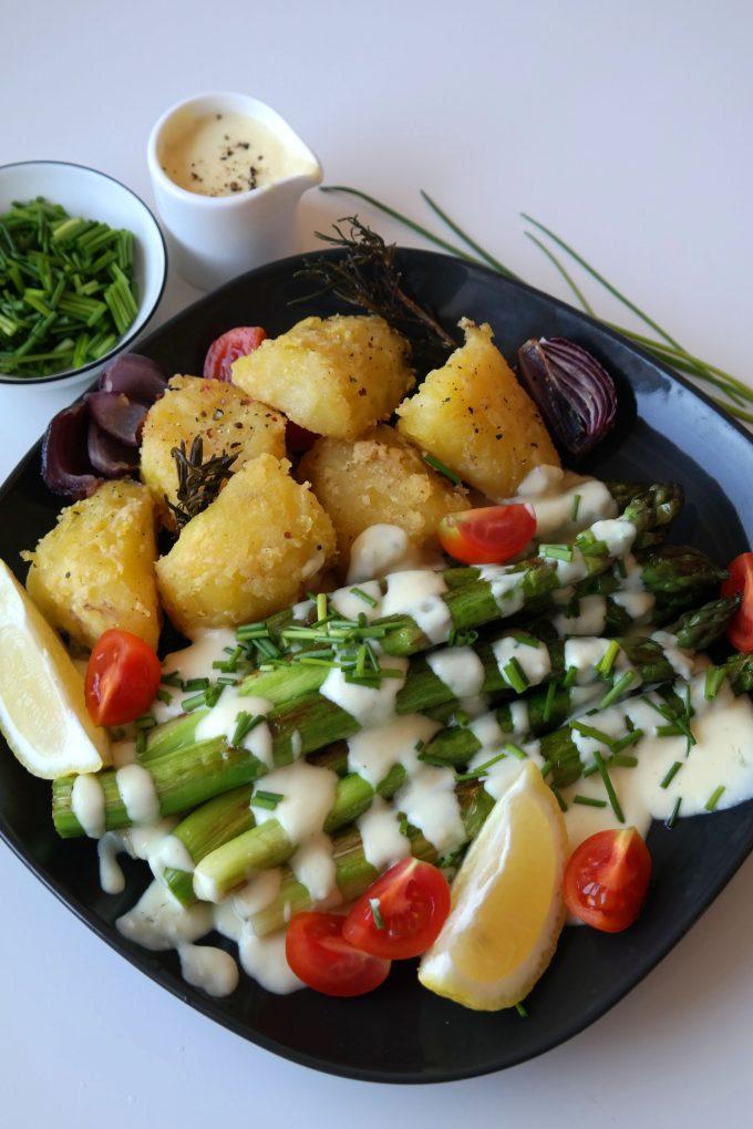 Gebratener Spargel mit Knusprigen Ofen-Kartoffeln und Sauce Hollandaise Rezept Vegan