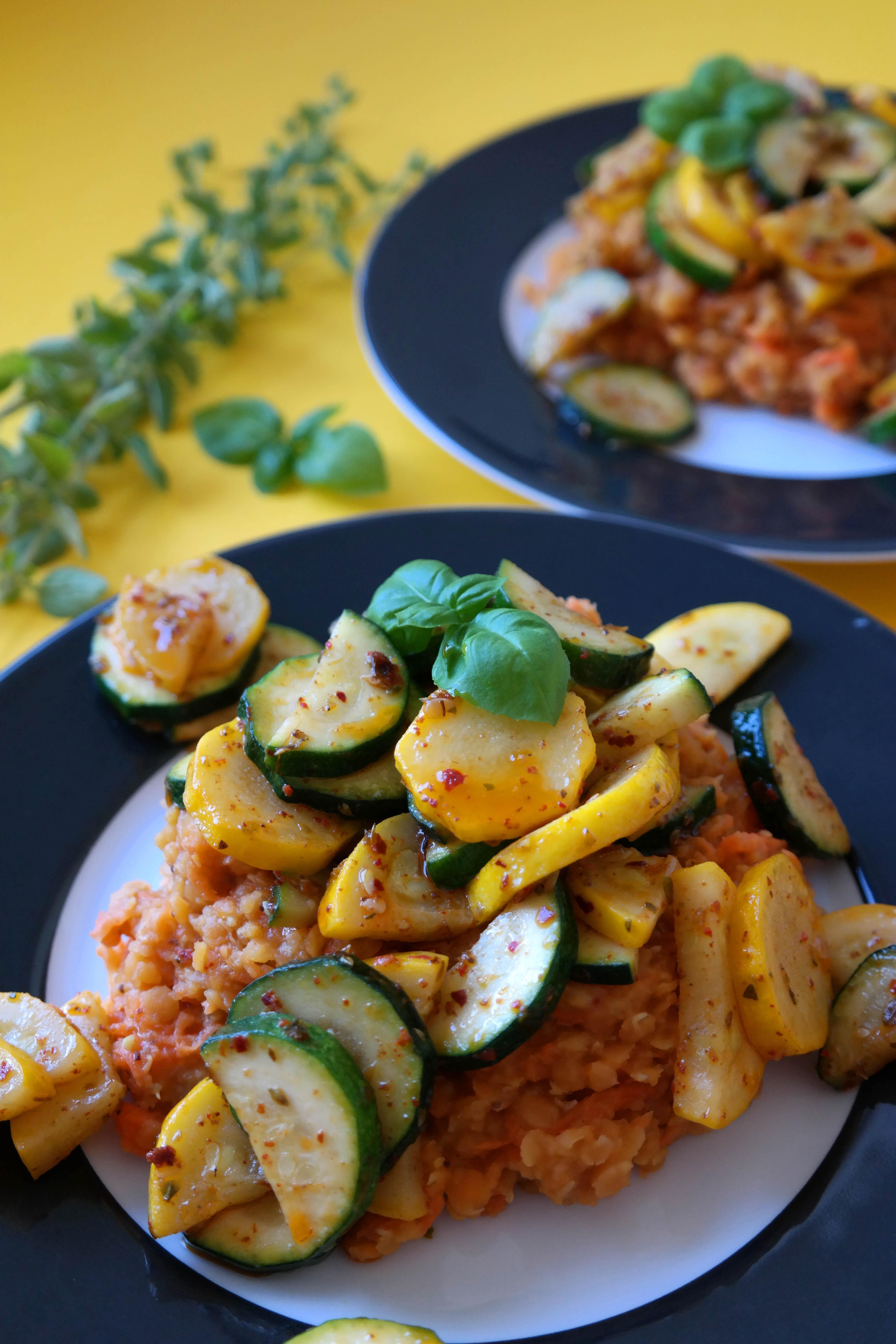 Oregano Zucchini an Roten Linsen Rezept Vegan