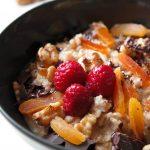 Vegan Rezept Porridge Aprikose-Walnuss Schoko-Himbeer